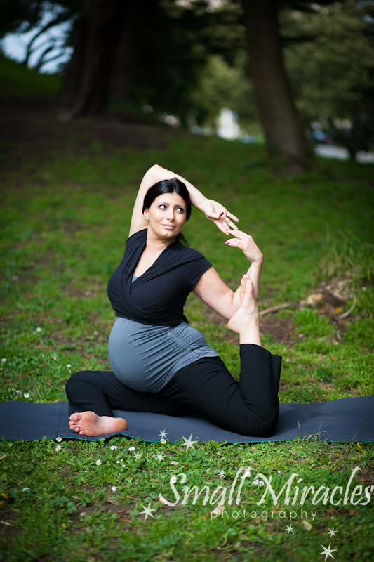 yoga in the park with pregnant mom